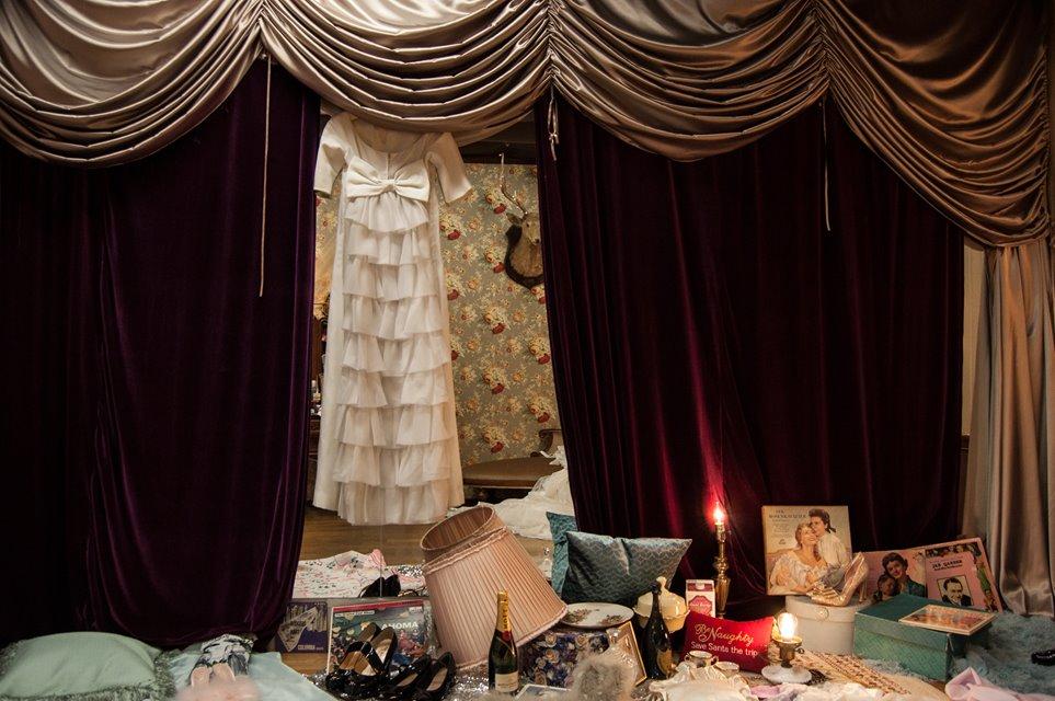 緞帳、ヴィンテージドレスも